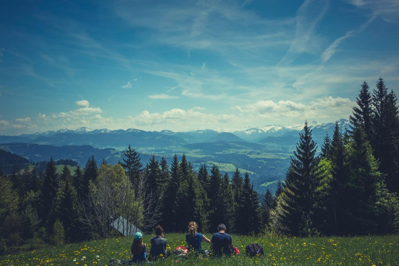 Comment habiller votre enfant en montagne l'été ?