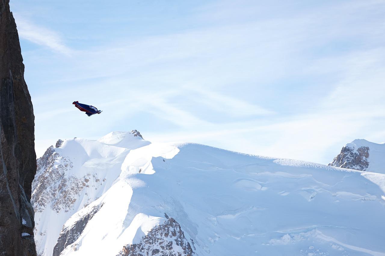 Wingsuit, un vol en combinaison ailée !