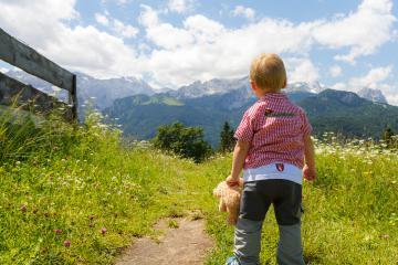 Les randonnées ludiques de la famille en montagne