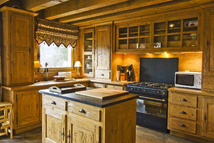 cuisine chalet montagne authentique p o cuisine chalet montagne tude with cuisine chalet. Black Bedroom Furniture Sets. Home Design Ideas