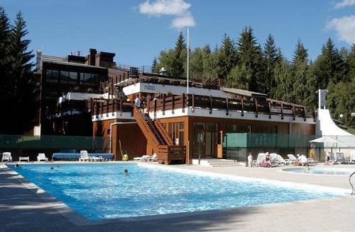 Hotel le golf partir de 700 location vacances for Piscine arc 1800