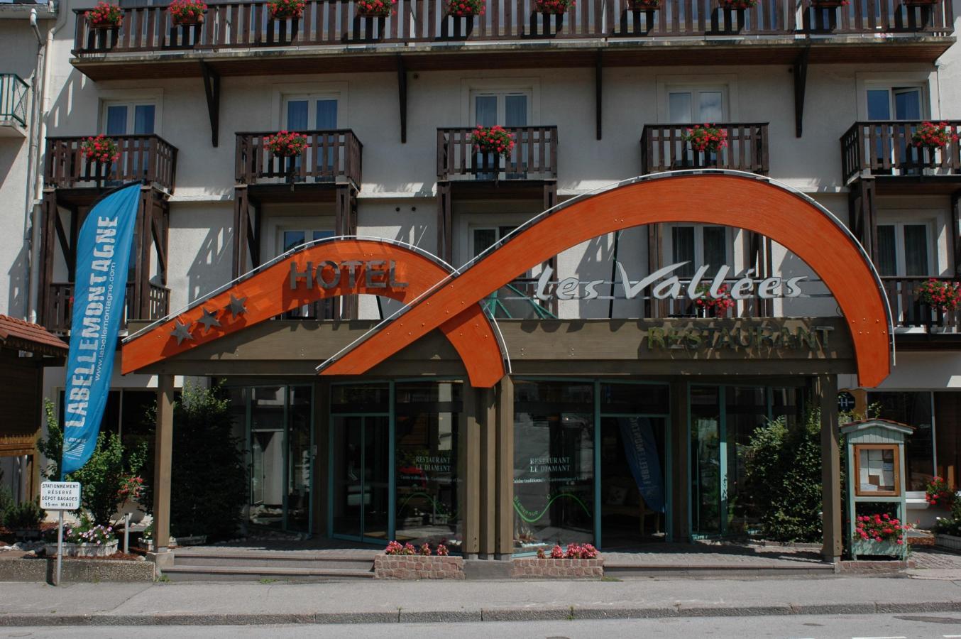 Location au ski Hotel Les Vallees - La Bresse - Extérieur été