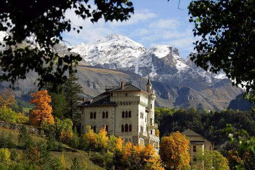 Le Chateau Des Magnans