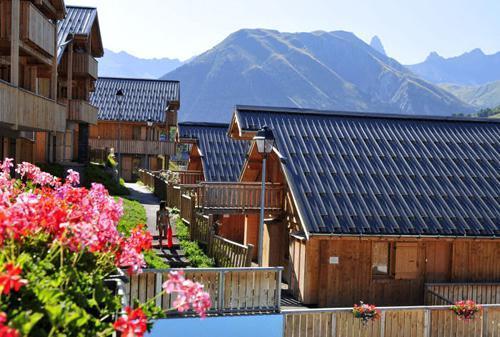 Location au ski Les Chalets Des Ecourts - Saint Jean d'Arves - Extérieur été