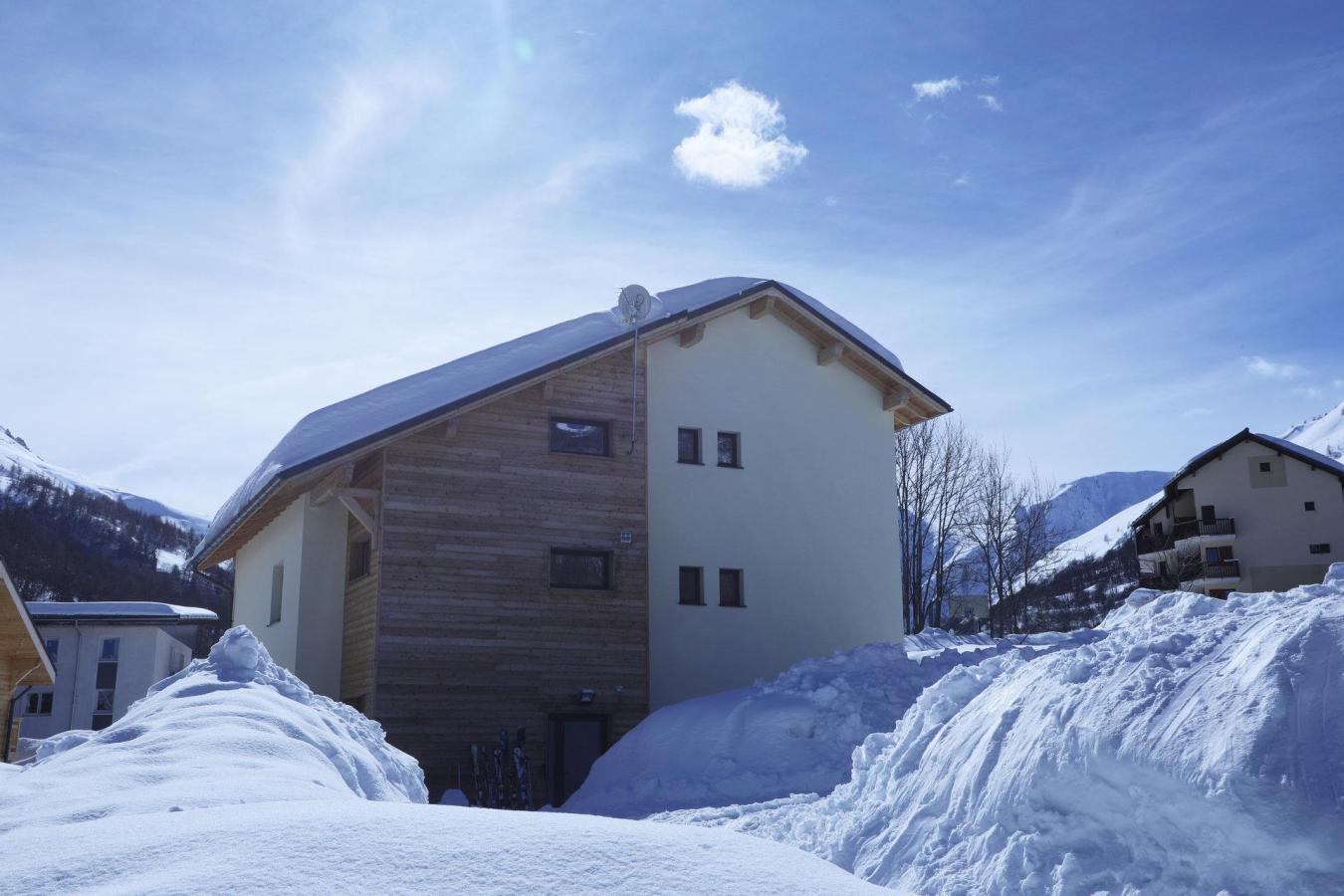 les chalets du grand galibier valloire location vacances ski valloire ski planet