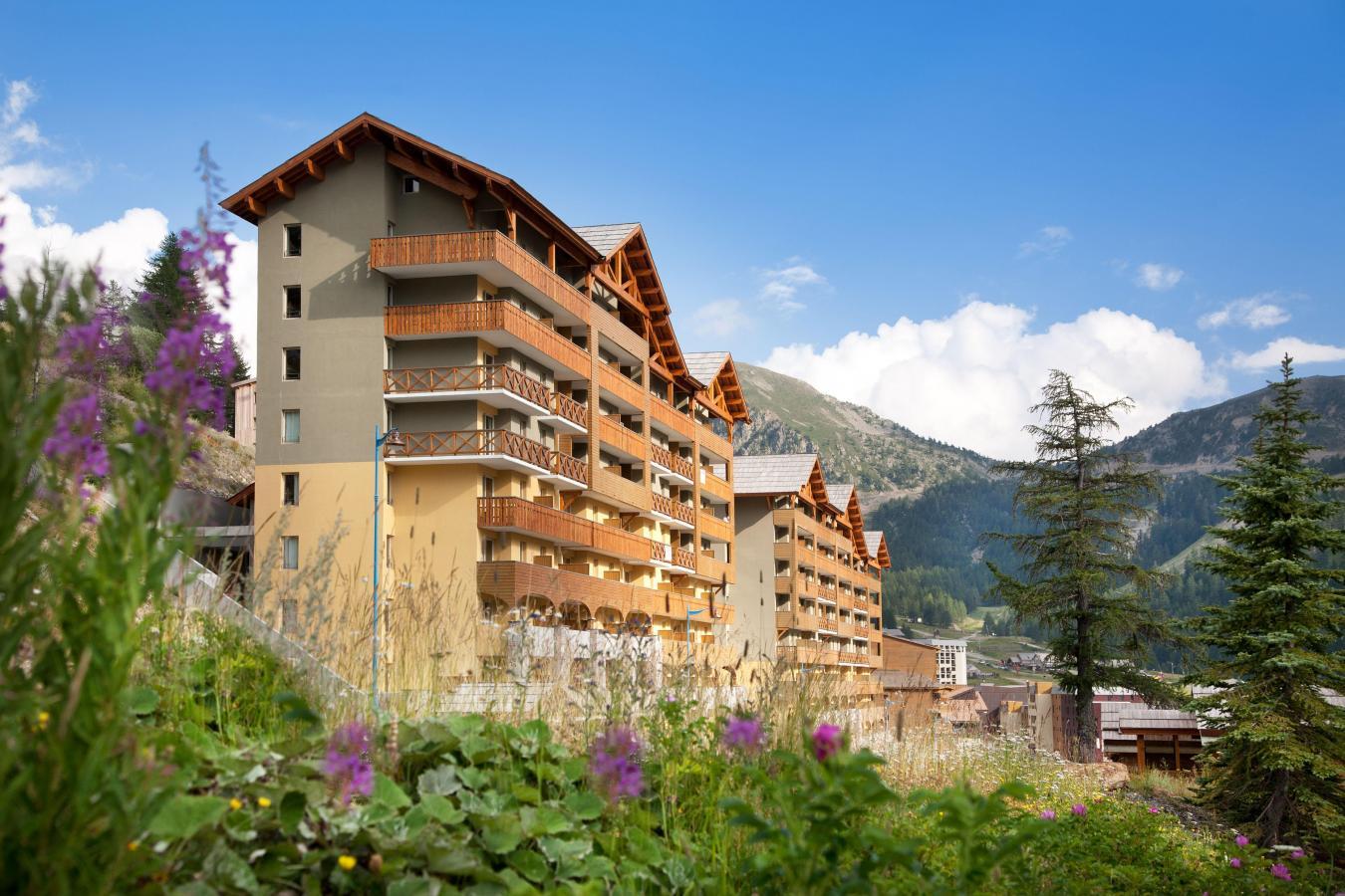 Rental Residence Club Mmv Les Terrasses D'isola summer