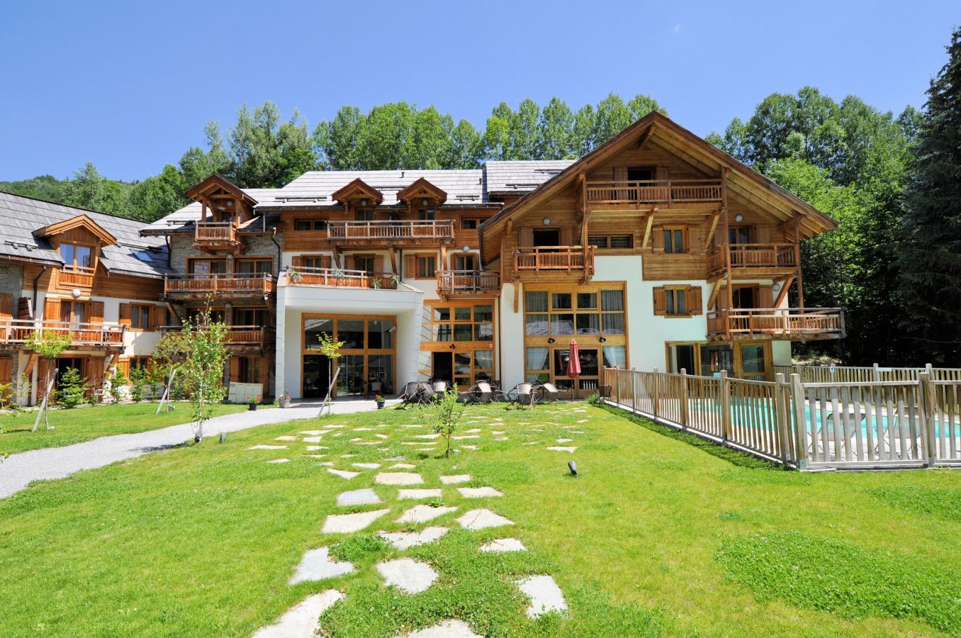 R sidence l 39 adret partir de 335 location vacances montagne serre chevalier - Residence de luxe montagne locati ...