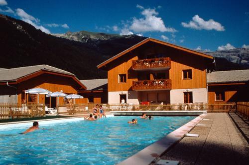 Location au ski Residence Le Domaine Du Grand Tetras - Samoëns - Extérieur été