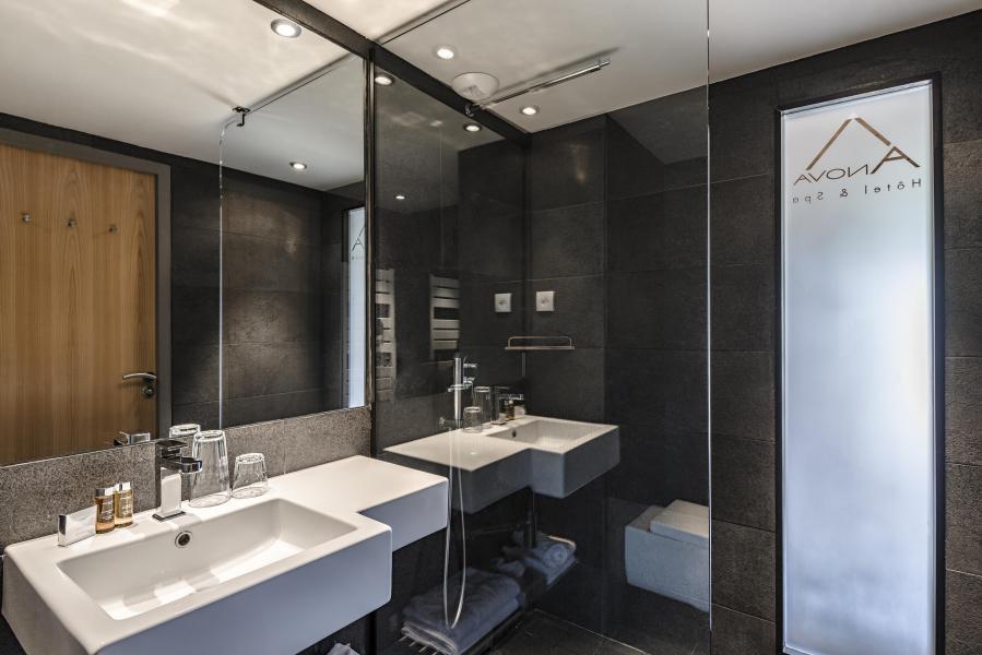 Holiday in mountain resort Anova Hôtel & Spa - Montgenèvre - Bathroom