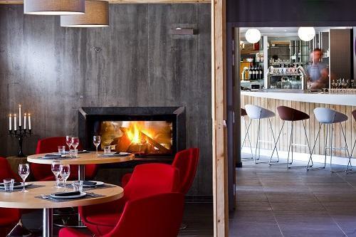Holiday in mountain resort Anova Hôtel & Spa - Montgenèvre - Fireplace