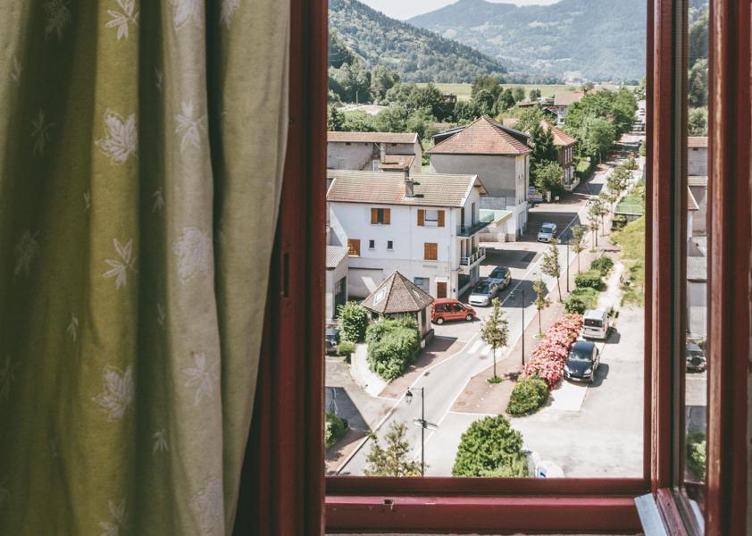 Vakantie in de bergen Appart'Hôtel le Splendid - Le Collet d'Allevard - Raam