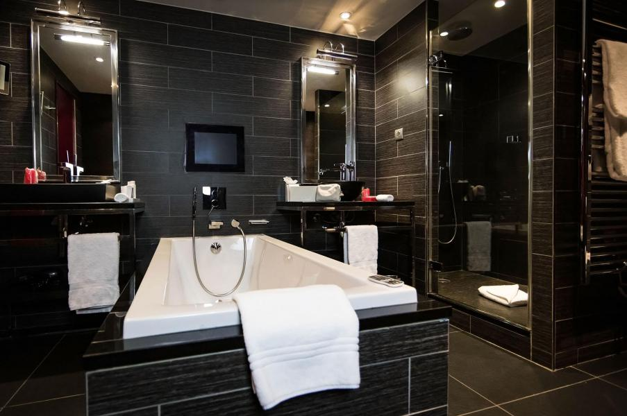 Holiday in mountain resort Avenue Lodge Hôtel - Val d'Isère - Bathroom