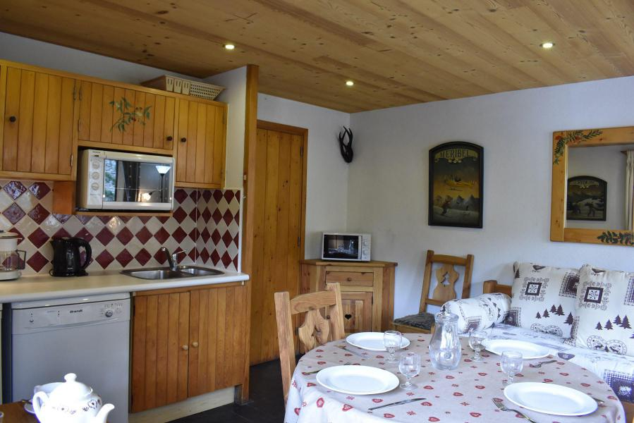Holiday in mountain resort 2 room apartment 4 people (3) - Chalet Alpen Rose - Méribel
