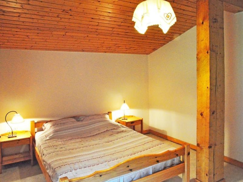 Holiday in mountain resort Chalet Au Coeur de la Vanoise - Champagny-en-Vanoise - Bedroom under mansard