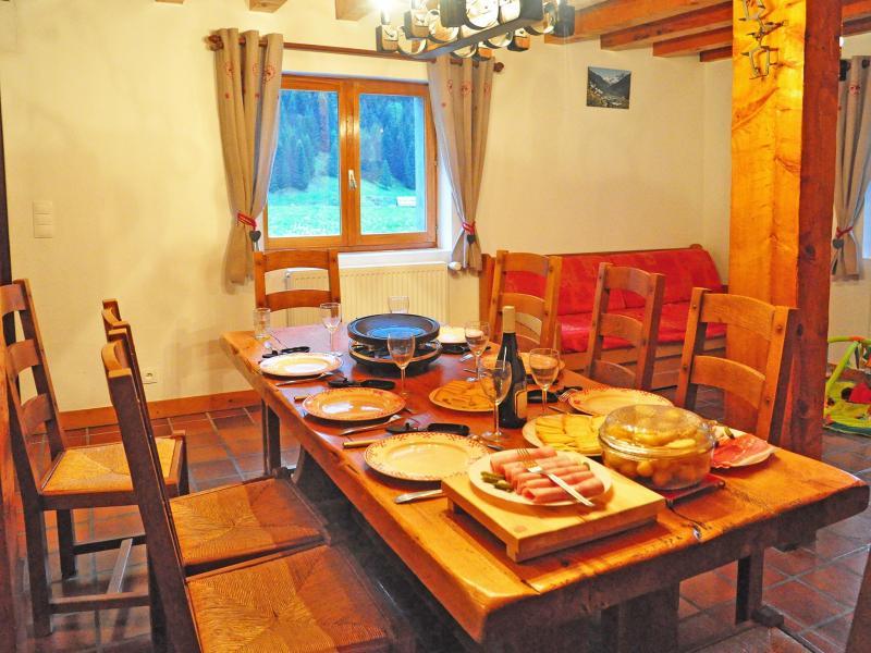 Holiday in mountain resort Chalet Au Coeur de la Vanoise - Champagny-en-Vanoise - Dining area