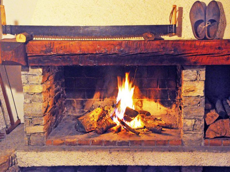 Holiday in mountain resort Chalet Au Coeur de la Vanoise - Champagny-en-Vanoise - Fireplace