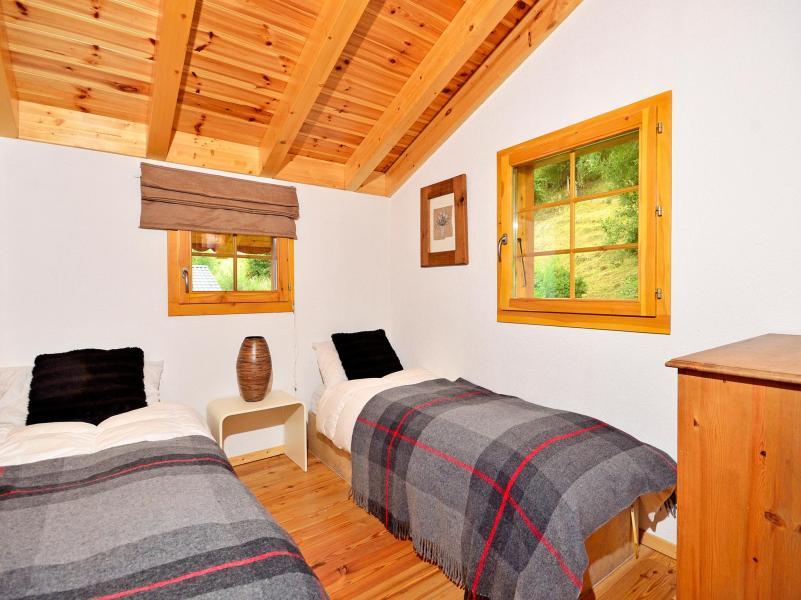 Holiday in mountain resort Chalet Bellevue - La Tzoumaz - Bedroom under mansard