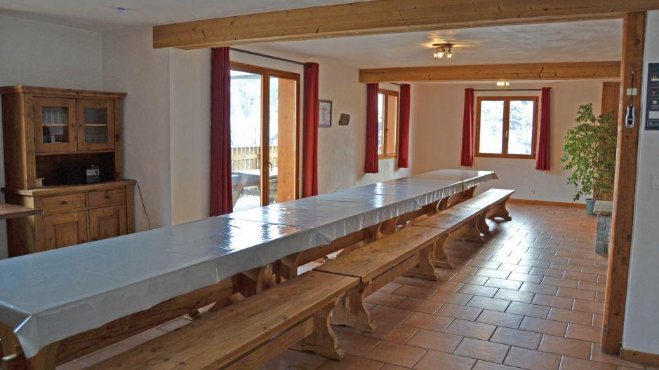 Holiday in mountain resort Chalet Brequin - Les Menuires - Table