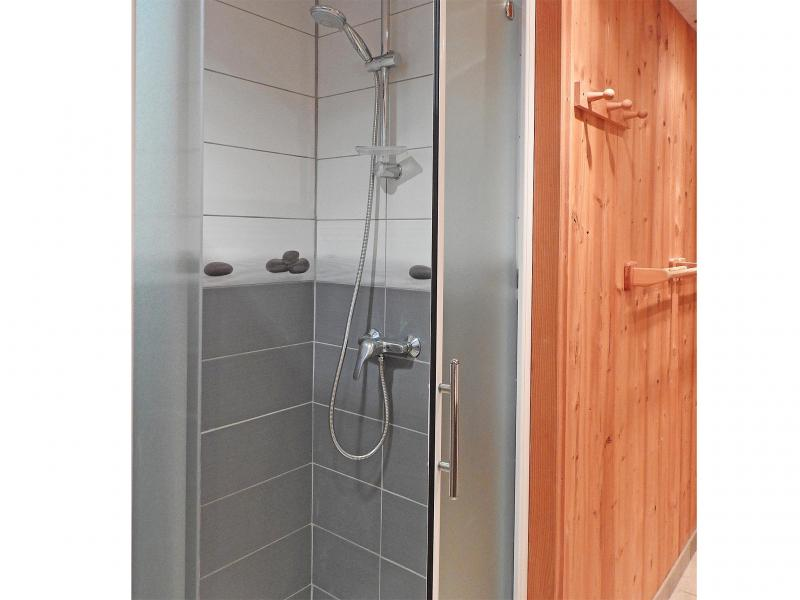 Holiday in mountain resort Chalet Carella - Champagny-en-Vanoise - Shower