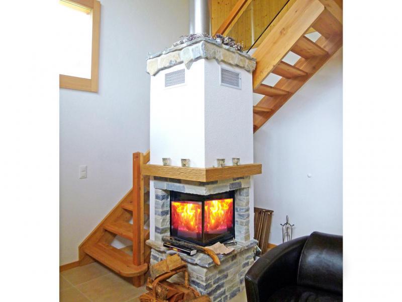 Holiday in mountain resort Chalet Chaud - La Tzoumaz - Fireplace