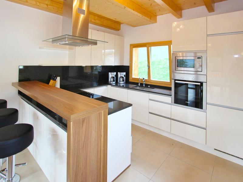 Holiday in mountain resort Chalet Chaud - La Tzoumaz - Kitchen