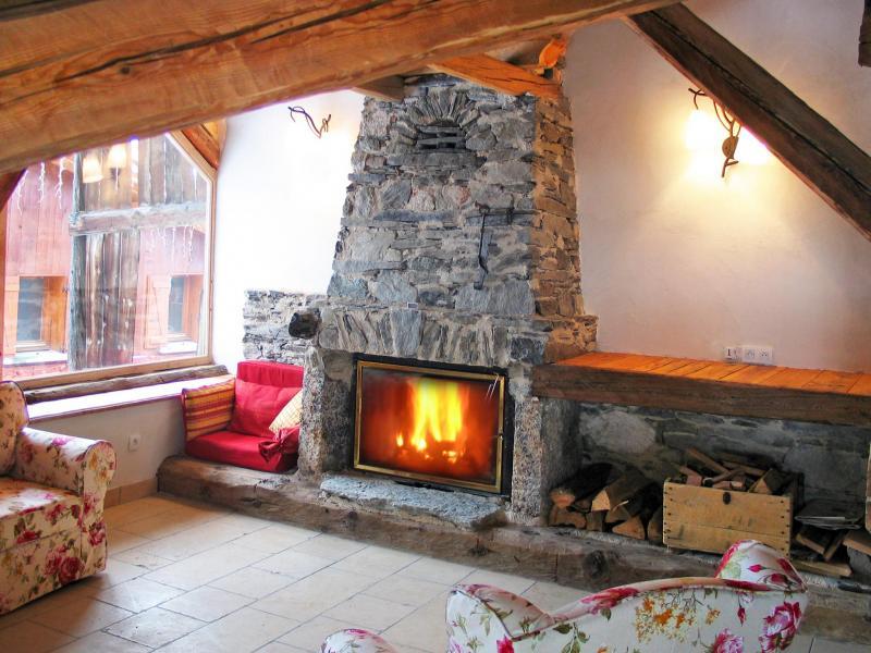 Vacances en montagne Chalet Coeur du Paradis - Peisey-Vallandry - Cheminée