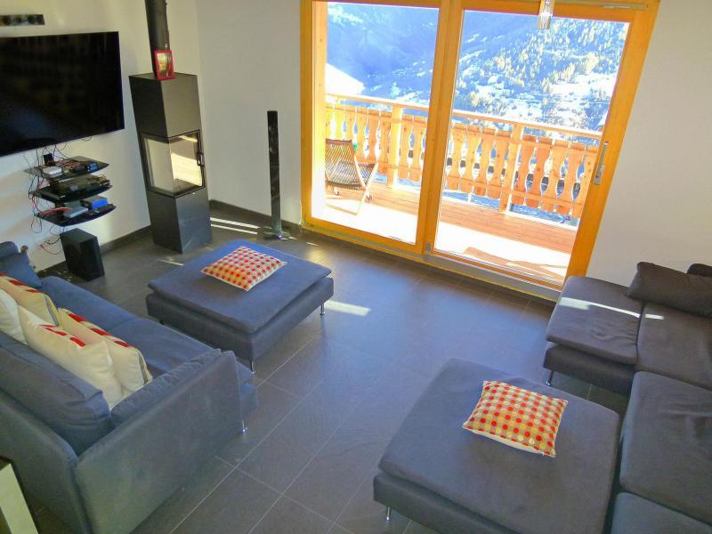 Vacances en montagne Chalet Croix Blanche - Thyon - Porte-fenêtre donnant sur balcon