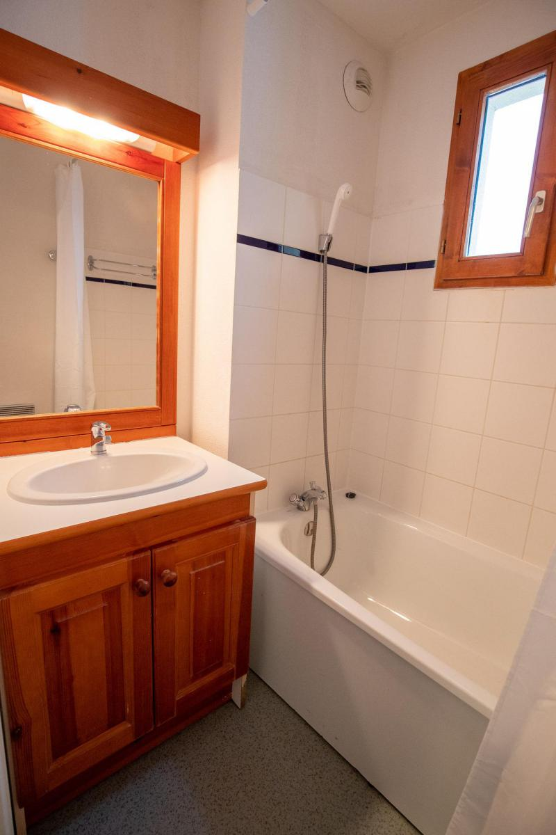 Holiday in mountain resort 4 room apartment 8 people (H21) - Chalet d'Arrondaz - Valfréjus