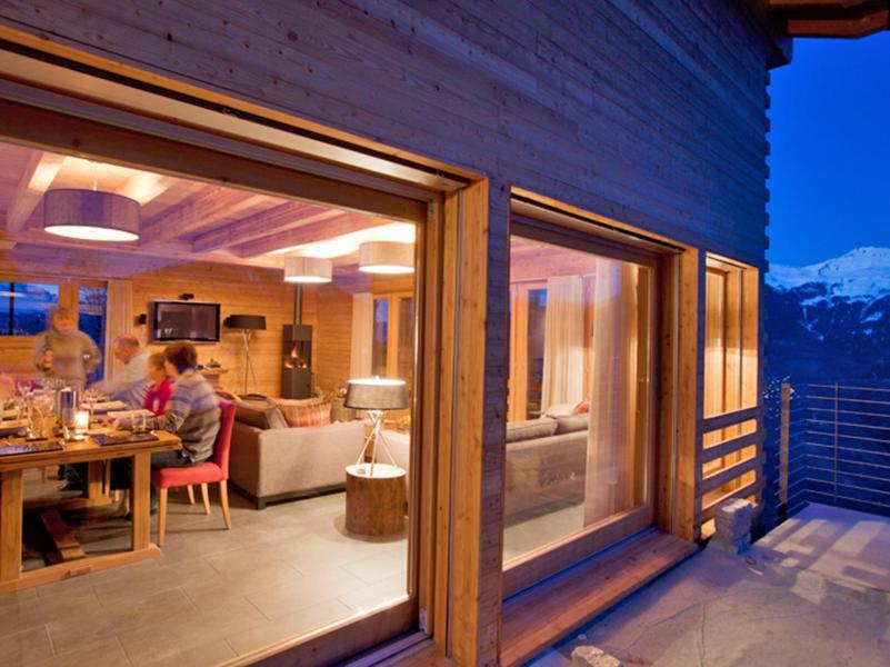 Vacances en montagne Chalet Dargan - Thyon - Porte-fenêtre donnant sur balcon