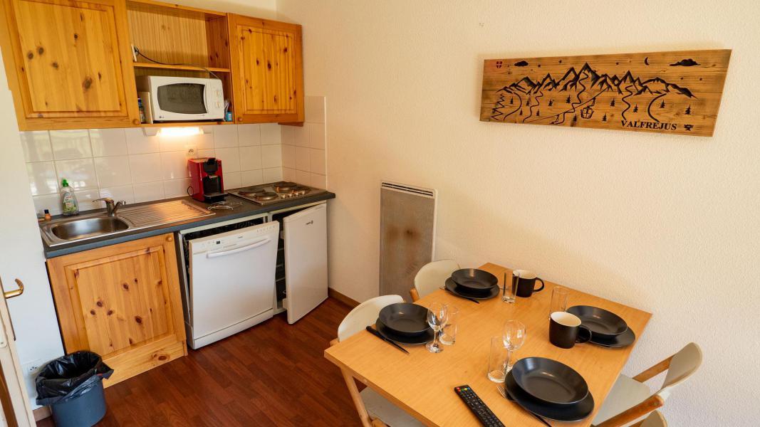 Vacances en montagne Appartement 2 pièces 4 personnes (302) - Chalet de Florence - Valfréjus - Table
