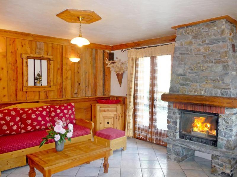 Holiday in mountain resort Chalet de la Côte - Champagny-en-Vanoise - Fireplace