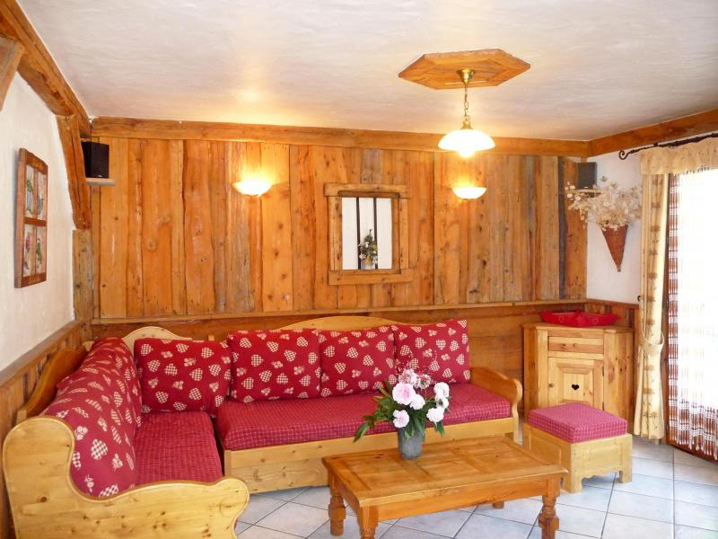Holiday in mountain resort Chalet de la Côte - Champagny-en-Vanoise - Living room