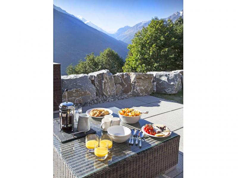 Holiday in mountain resort Chalet des Etoiles - Thyon - Summer outside