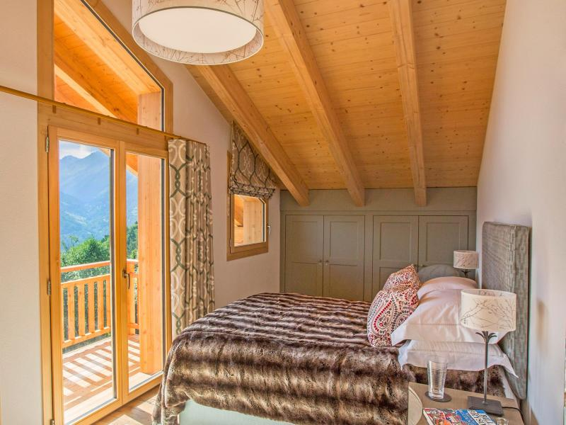 Holiday in mountain resort Chalet des Etoiles - Thyon - Bedroom under mansard