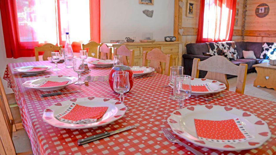 Vacances en montagne Chalet du Berger - Les Menuires - Table