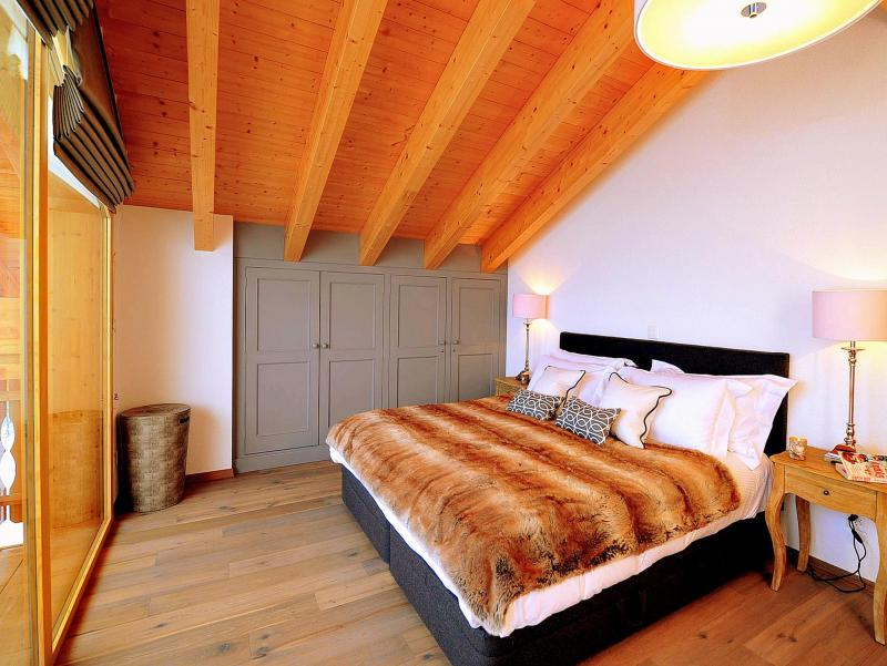 Holiday in mountain resort Chalet Falcons Nest - Thyon - Bedroom under mansard