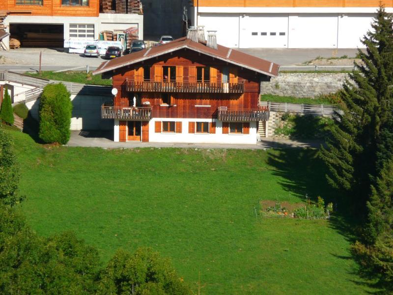 Wynajem na narty Chalet Fleur des Alpes - Le Grand Bornand - Na zewnątrz latem
