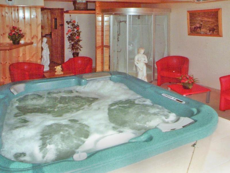 Holiday in mountain resort Chalet Flocon de Belleville - Les Menuires - Jacuzzi
