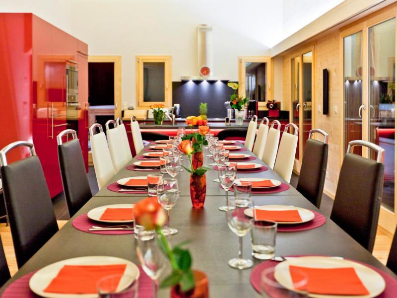 Holiday in mountain resort Chalet Flocon de Neige - La Tzoumaz - Dining area