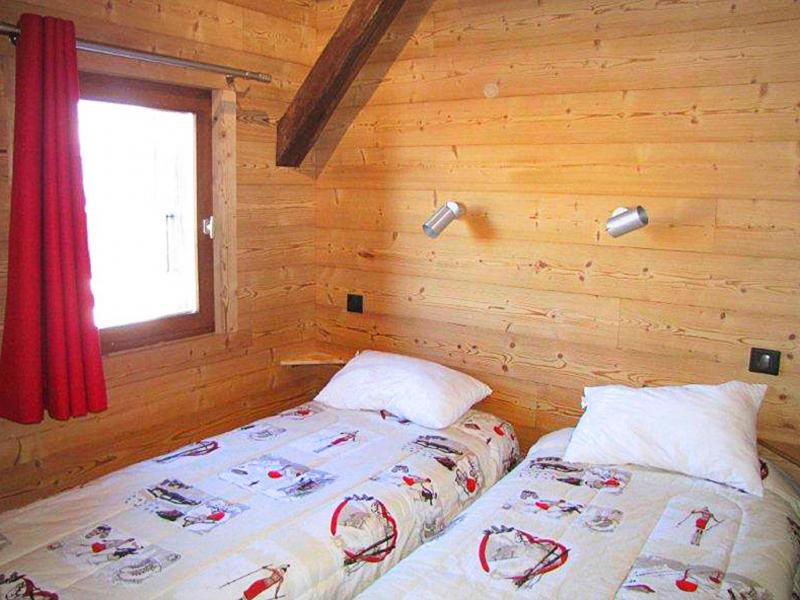 Holiday in mountain resort Chalet Haute-Savoie - Morillon - Bedroom under mansard
