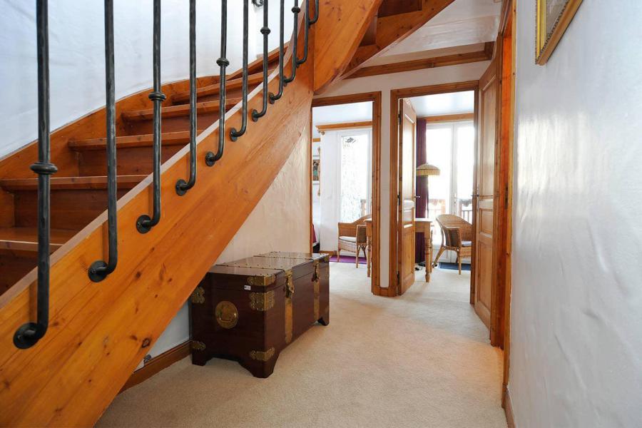 Vacances en montagne Chalet Iona - Méribel - Escalier