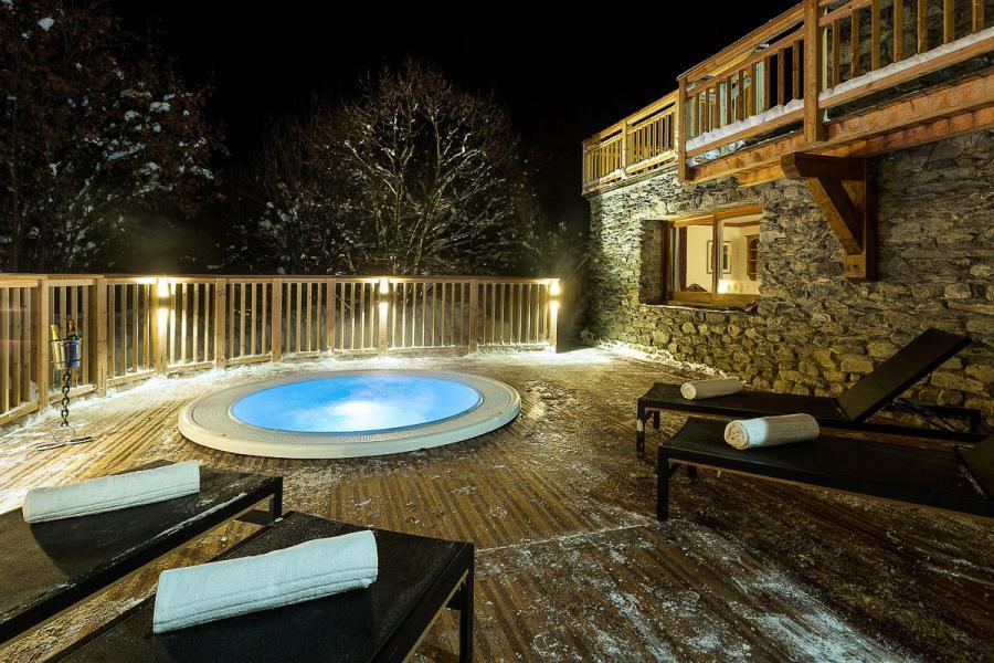 Vacances en montagne Chalet Iona - Méribel - Jacuzzi