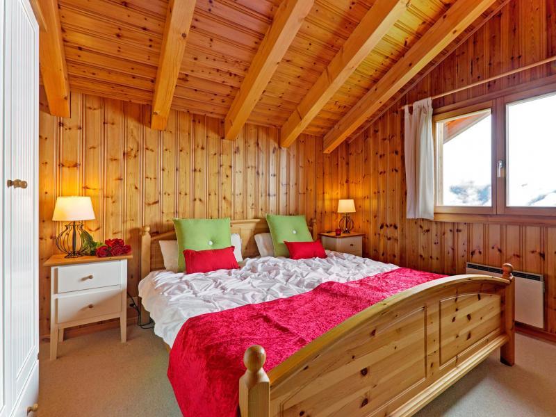 Holiday in mountain resort Chalet Krokus - Thyon - Bedroom under mansard