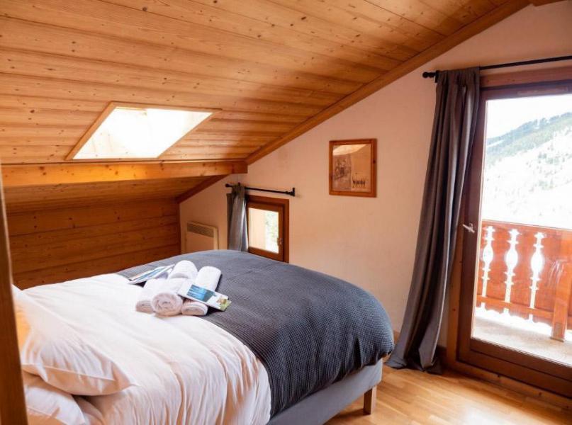 Vacances en montagne Chalet  L'Arclusaz - Méribel-Mottaret - Chambre mansardée