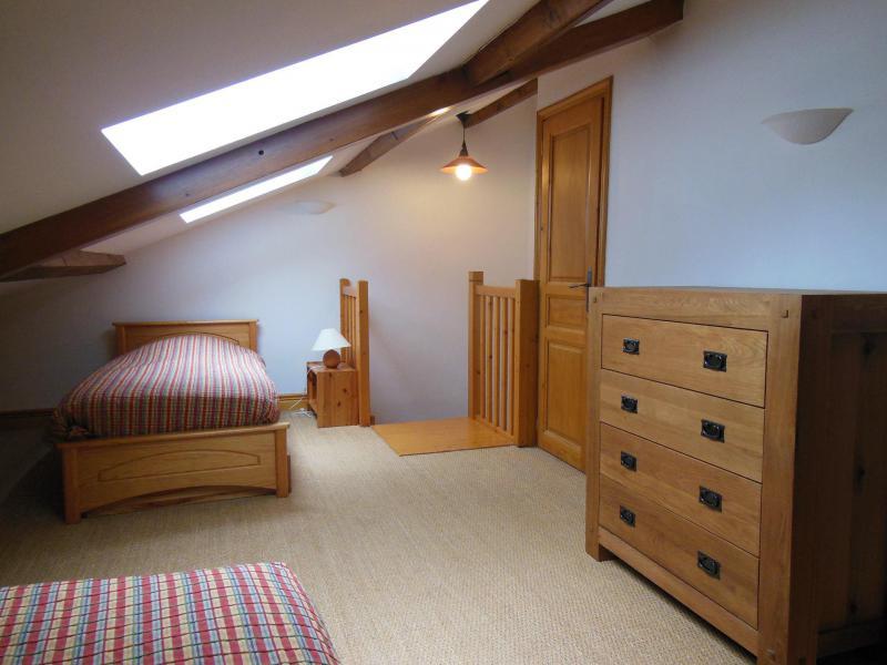 Vacances en montagne Chalet la Petite Maria - Champagny-en-Vanoise - Chambre mansardée