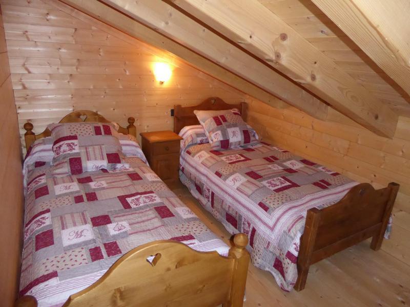 Vacaciones en montaña Apartamento 6 piezas mezzanine para 10 personas - Chalet le Flocon - Pralognan-la-Vanoise - Habitación abuhardillada