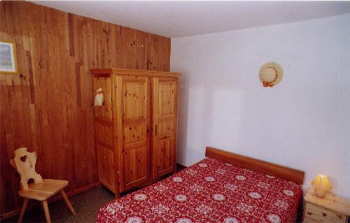 Vacances en montagne Appartement 2 pièces 4 pers +  Appartement 5 pièces 8 pers - Chalet le Génépi - Les Menuires - Lit double