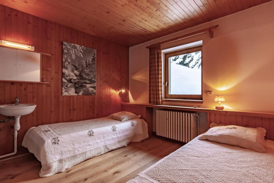 Holiday in mountain resort 7 room chalet 12 people - Chalet le Grillon - Méribel - Bedroom