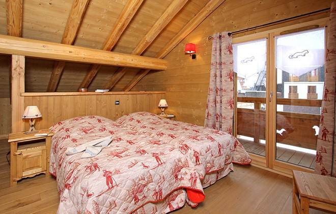 Holiday in mountain resort Chalet Le Loup Lodge - Les 2 Alpes - Bedroom under mansard