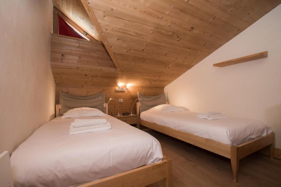 Vacances en montagne Chalet 4 pièces 6 personnes - Chalet le Panorama - Chamonix - Chambre mansardée